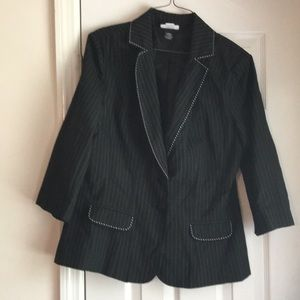 Black 3/4 sleeve length jacket